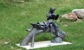 Statue at the Santa Clara University Library, Kansas, USA (Pinterest)