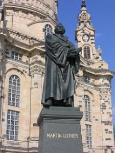 Maarten Luthermonument voor de barokke 'Frauenkirche' in Dresden