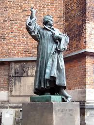 Standbeeld van Maarten Luther bij de Mariakerk in Hannover