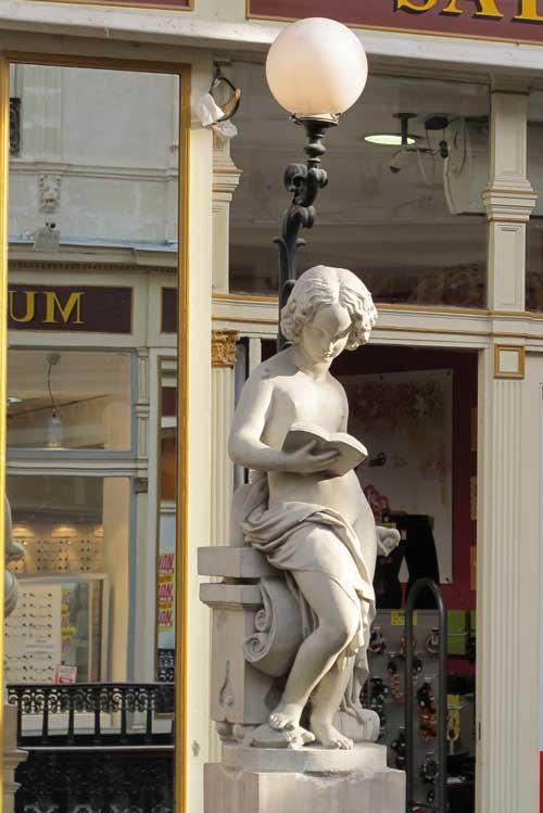 Beeld voor boekhandel in Nantes, Frankrijk