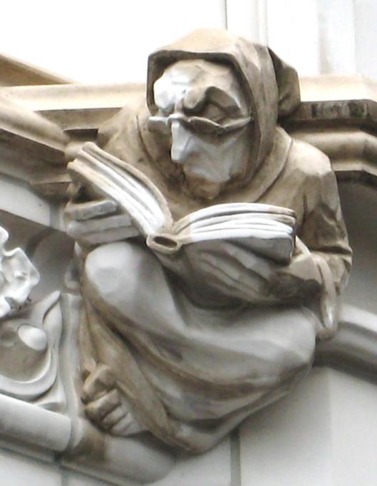 Gotisch beeld aan een kathedraal