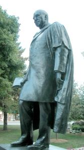 Standbeeld van de Amerikaanse dichter en schrijver James Whitcomb Riley (1849-1916) door Myra Reynolds Richards, Greenfeld, Indiana, USA