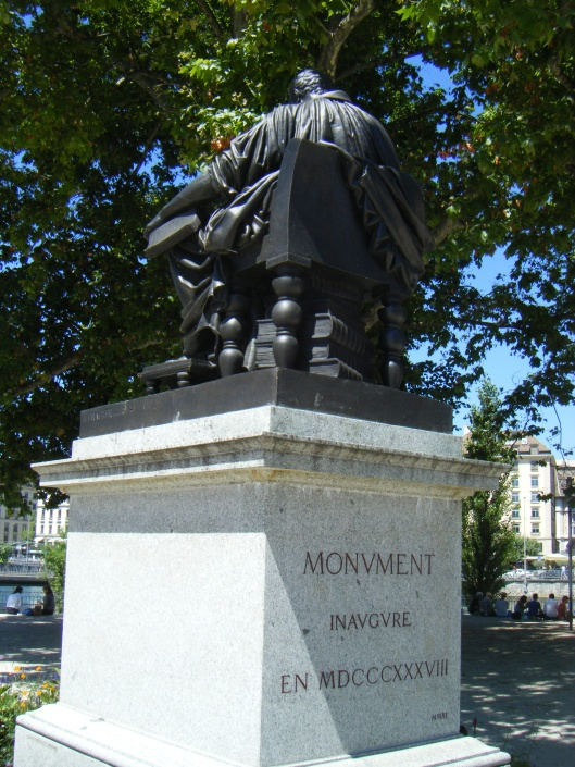 Achterkant van beeld J.J.Rousseau, Genève (Wim de Wagt)