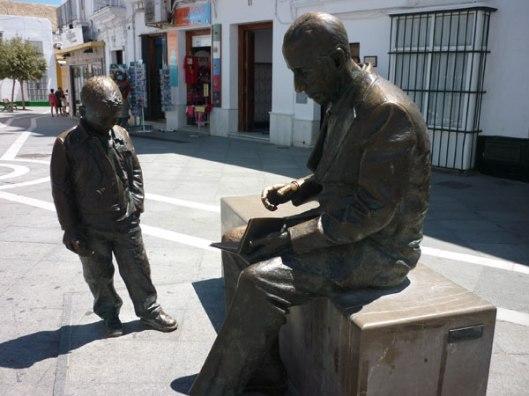 Sculptuur van Portugese nobelprijswinnaar literatuur 1998 Saramago (1920-2010) in Conil de la Frontera