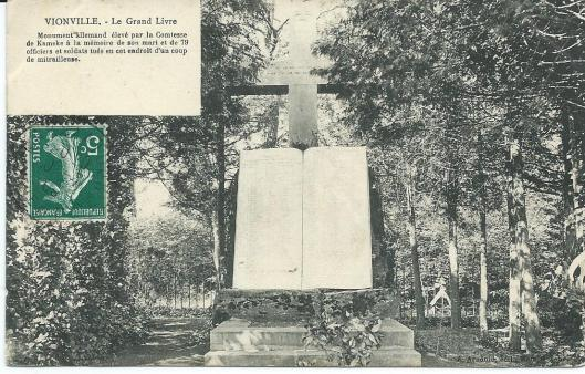 Vionville (France): Le Grand Livre. Monument allemand élevé par la Comtesse de Kameke à la mémopire de son marie et de 79 officiers et soldats tués en cet endroit d'un coup de mitrailleuse