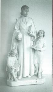 Beeld van St.Jean Baptiste de la Salle, pedagoog en ordestichter, in hal van de Jacobaschool te Heemstede