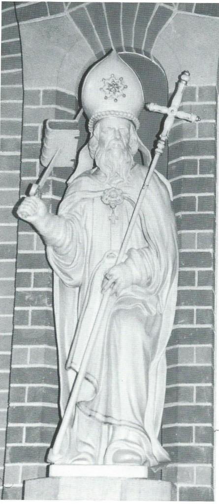 Houten beeld van Bonifatius (circa 675-754) met in de linkerhand een zwaard waarop een evangelieboek is gespiest. 17e eeuw. Kunstenaar onbekend. Utrecht, Oud-Katholieke Parochie van Utrecht
