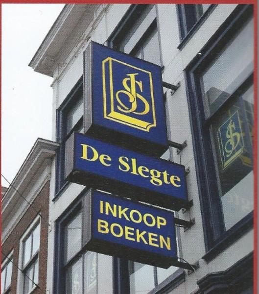 Uithangbord van voormalige boekhandel en antiquariaat De Slegte, Breestraat 73 Leiden