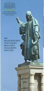 Standbeeld van piëtist en pedagoog August Hermann Francke (1663-1727) in Halle an der Saale met links een kind met een boek in de hand.