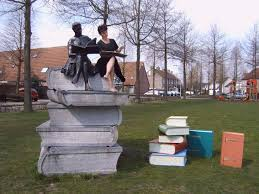 Basisschool 't Schrijverke in Goirle brengt lezend meisje tot leven (Goirles Belang, 2006)