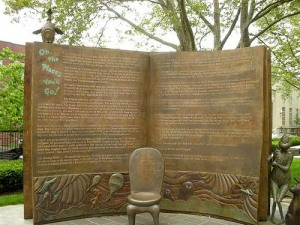 Open boek in Dr. Seuss National Memorial Garden, Springfield, USA