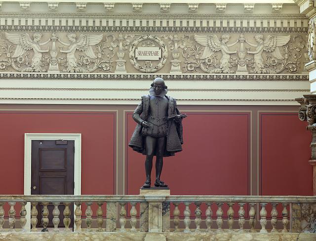 Beeld van Shakespeare in leeszaal van de Library of Congress, Washington, USA