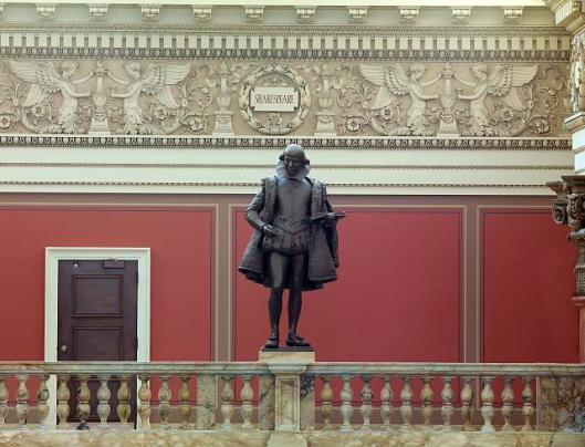 Beeld van Shakespeare in leeszaal van de Library of Congress, Washington, USA