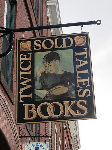 Engels uithangbord van een winkel waar voor de tweede keer boeken worden verkocht