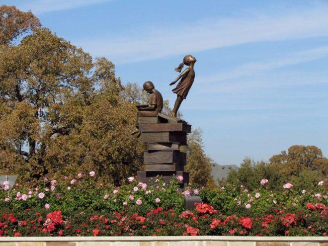 Monument voor het boek in Southlake, USA