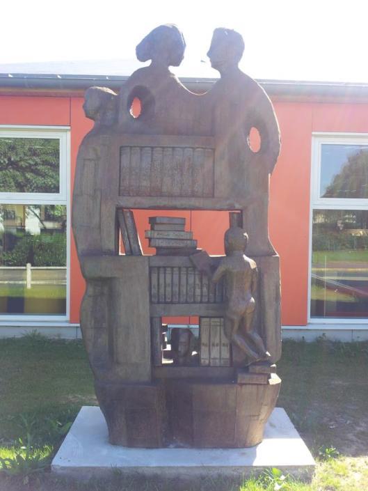 Sculptuur voor de mediatheek van St.Lieu de Forêt, Frankrijk (Herve Millet)