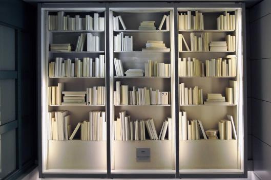 Stenen boeken naar een ontwerp door Bernard Pivot Joël Gregogna)