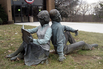 'Symbiose', beeld voor free public library in Hamilton, New Jersey, USA
