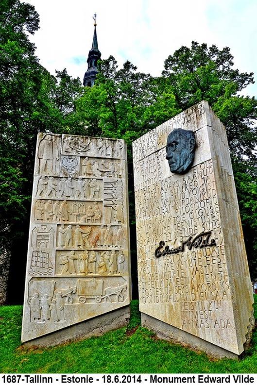 Monument ter ere van de Estlandse schrijver Eduard Vilde, in de vorm van een open boek, te Tallinn