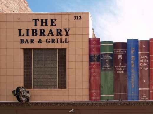 'The Library', bar & grill naast de openbare bibliotheek van Kansas