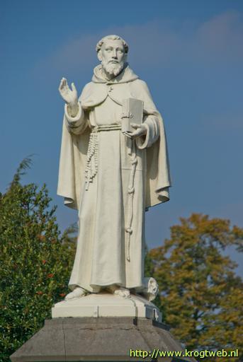Beeld van St.Franciscus van Assisi, bij hek van rk.begraafplaats aan de Bredaseweg in Tilburg (foto René en Peter van der Krogt)