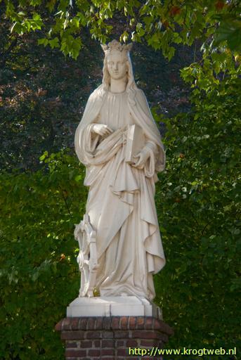 Beeld van Sr. Catharina van Alexandrië, r.k.kerkhof binnenstad Tilburg aan de Bredaseweg.
