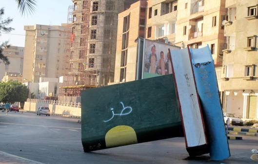 Vernieling van een 'Groen Boek monument' na de omwenteling in Libië (Rima Marrouch, 2011)