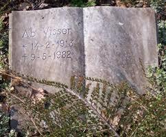 Graf van de schrijver Ab Visser (1913-1982) op de Nieuwe Oosterbegraafplaats Amsterdam