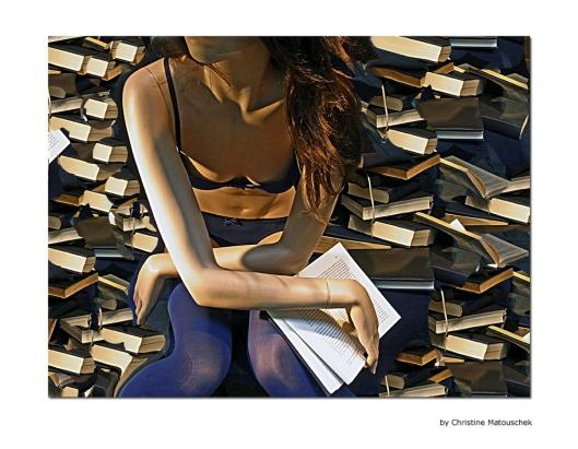 Eigentijdse 'boekenworm' door Duitse kunstenares Christine Matouschek
