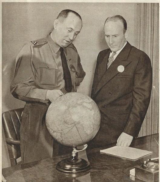 Tijdens de Tweede Wereldoorlog was Smirnoff in de Oost als vlieger werkzaam in dienst van de Geallieerden