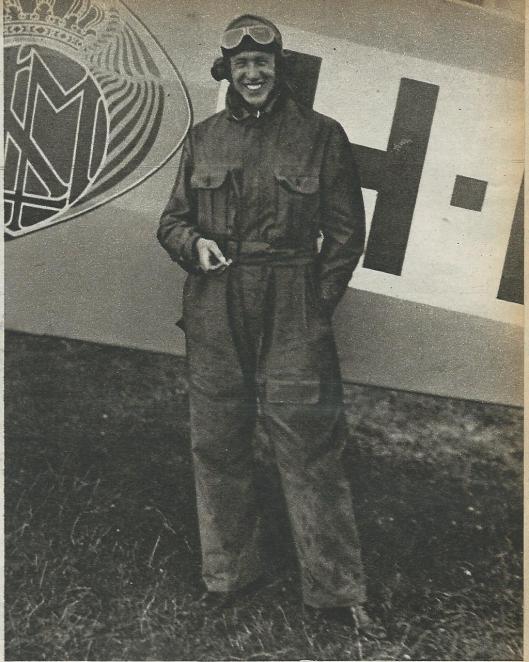In 1922 net in dient getreden bij de in 1919 opgerichte luchtvaartmaatschappij KLM vloog de Rus Smirnoff naar Europa's hoofdsteden
