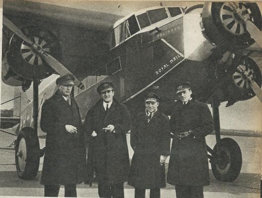 De vierkoppige bemanning voor de Pelikaan. Van links naar rechts: Smirnoff, Soer, Grosfeld en Van Beukering