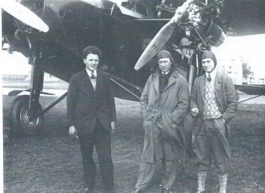H.Veenendaal, Iwan Smirnoff en I.A.Aller voor de H-NAEN