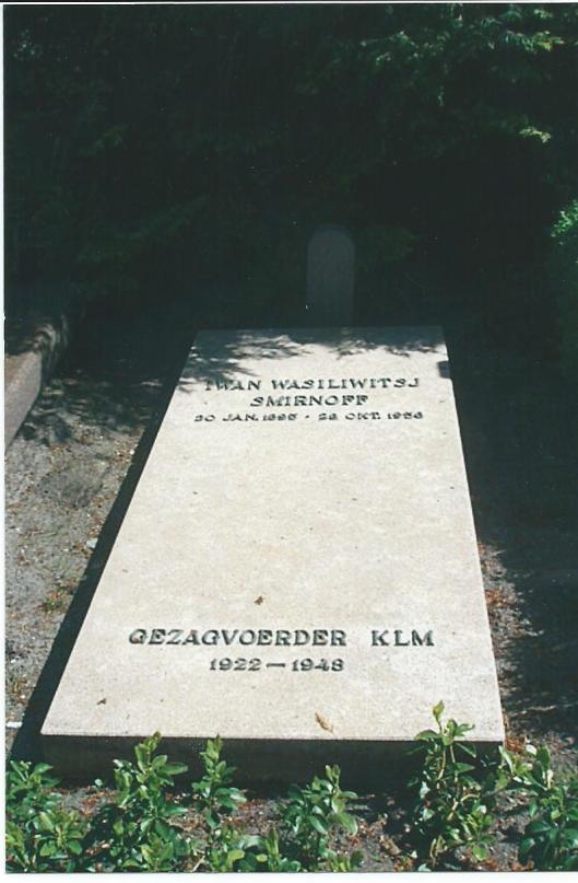 Graf van Smirnoff op de Algemene Begraafplaats in Heemstede