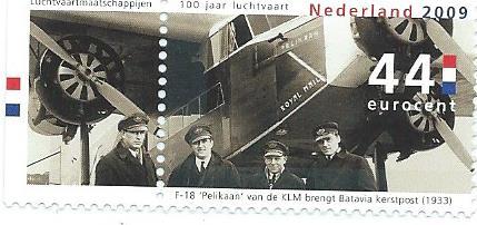 In 2009 door de Nederlandse Posterijen uitgegeven postzegel bij gelegenheid van 100 jaar luchtvaart met de F-18 'Pelikaan'van de KLM die in december 1933 kerstpost naar Batavia bracht