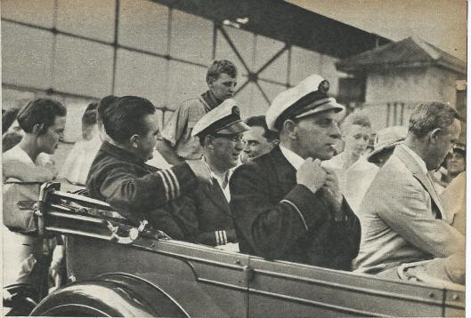Na aankomst in Batavia werd de vermoeide bemanning van de Pelikaan in triomf door de stad gereden.