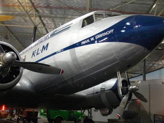 De DC-3 vernoemd naar luchtvaartpionier Iwan Smirnoff, thans in het Aviodome-museum te Lelystad