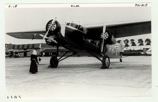 Fokker-vliegtuig 'de Pelikaan' op deze foto nog in volle glorie voordat het toestel zou verongelukken
