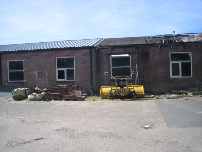 De thans verwaarloosde loods aan de Kanaalweg, destijds in gebruik door Van Tongeren, die binnen afzienbare tijd wordt gesloopt in verband met de nieuwbouw Havendreef.