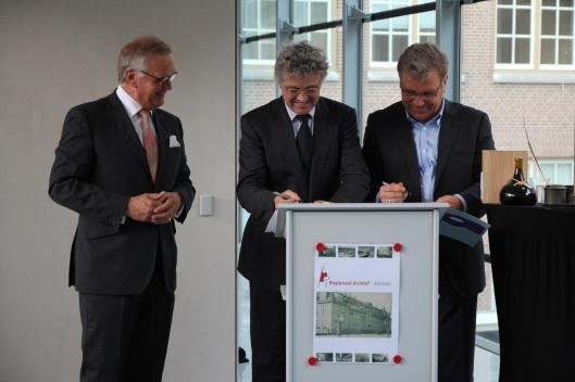I203 is het nieuwe gebouw regionaal archiefdepot in Alkmaar opgeleverd. Directeur Paul Post tekende het huurcontract met burgemeester Piet Bruinooge.