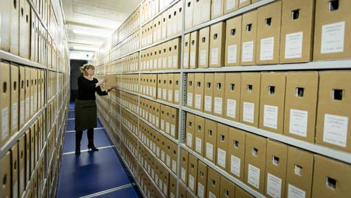 6 januari 2015 is tijdens de Openbaarheidsdag van circa 95% van de overheidsarchieven uit de jaren 1939, 1964 en 1989 de geheimhouding komen te vervallen. Circa 4.100 voordien geheime dozen op basis van de Archiefweg 1995 zijn thans vrij te raadplegen (Archiefdepot in NA Den Haag, foto ANP).