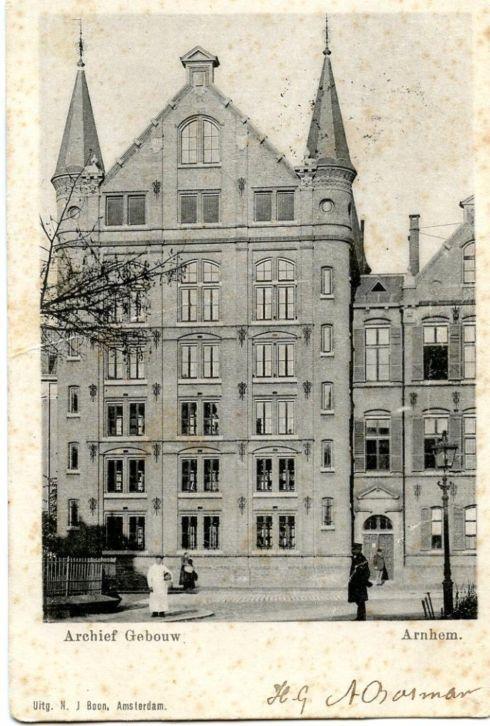 Vm. rijksarchief in Arnhem op een ansichtkaart uit 1920