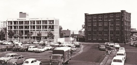 Links het vm. gemeentearchief Arnhem