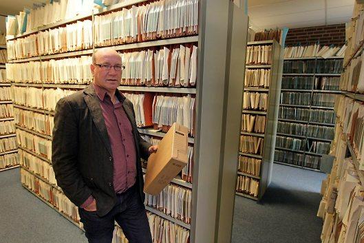 Kerkhistoricus Marien Geelhoed, archivaris van de gereformeerde kerken vrijgemaakt pleit voor het faciliteren van een digitaliseringsproces op nationaal niveau.