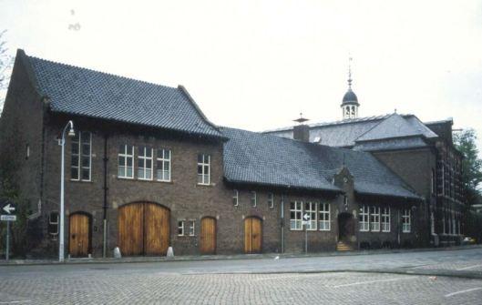 In het linker deel van pand in de Martinetstraat was het streekarchivariaat in Peelland gevestigd. In 2003 gefuseerd met gemeentearchief Helmond en streekarchief regio Eindhoven tot het Regionaal Historisch Centrum Eindhoven.