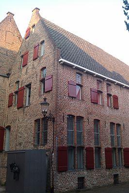 Gebouw, een voormalig klooster, van het Stadsarchief en de Athenaeumbibliotheek (SAB) in Deventer (Wikipedia)