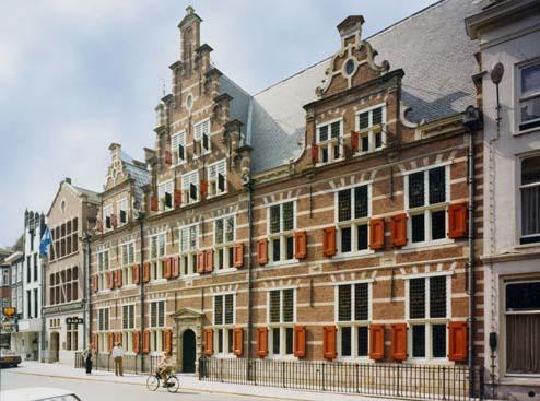 Het monumentale gemeenlandshuis, Hoogheemraadschap van Rijnland in Leiden met een rijk historisch archief