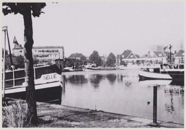 De zwaaihaven van Heemstede met nog veel aangelegde schepen in 1984.
