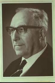 Foto van Jacques J.M.Heeren, archivaris van Helmond en bestuurslid van het Provinciaal Genootschap voor Kunsten en Wetenschappen in Noord-Brabant, die talrijke publicaties over Helmond en Brabant op zijn naam heeft staan, o.a. een 'Biographisch Woordenboek van Helmond' (1920)
