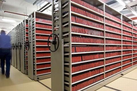 Archiefkasten mat audiovisueel materiaal in 'Beeld en Geluid' te Hilversum